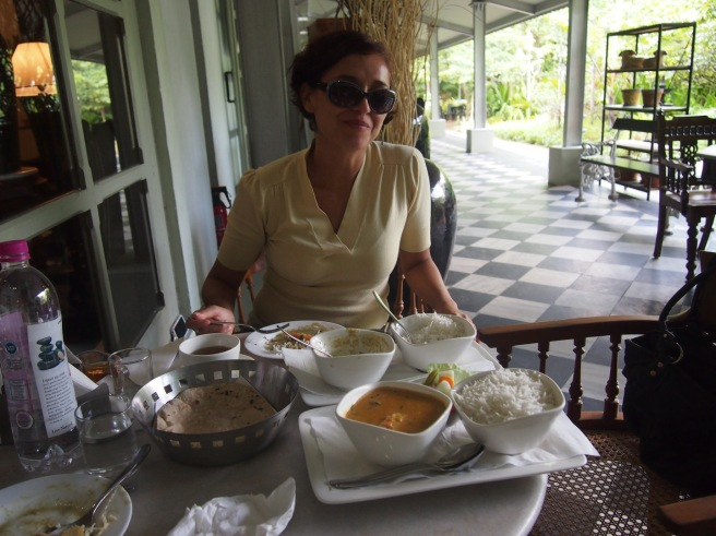 Mónica eating green curry at Amethyst Cafe, Chennai, India