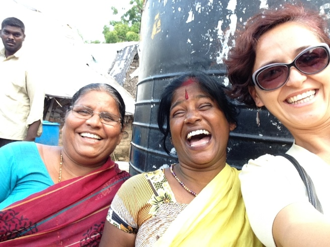 Mónica-selfie-with-strangers-Chennai-India
